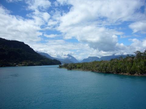 Desagüe del Lago Yelcho